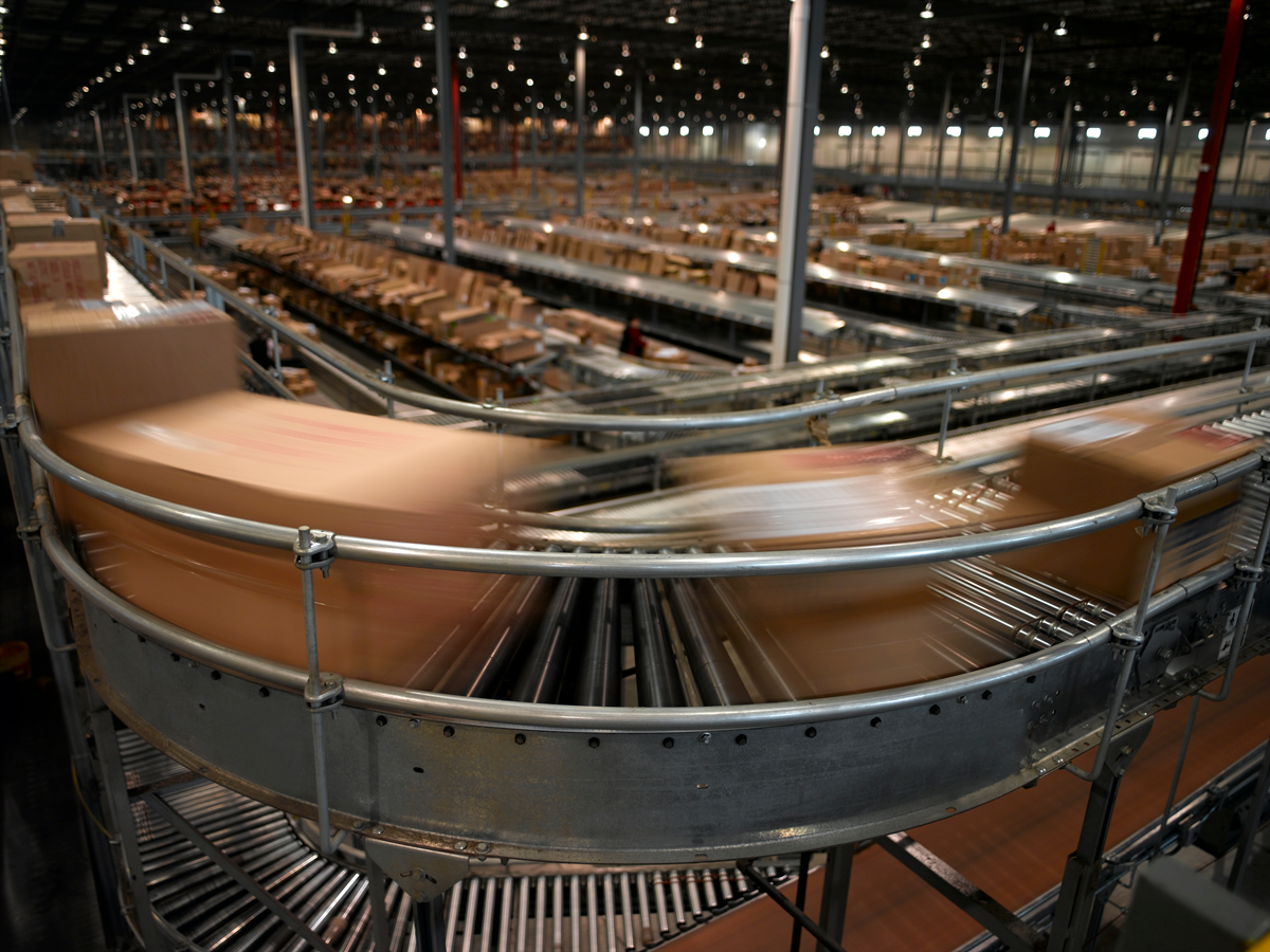 distribution center conveyor belt